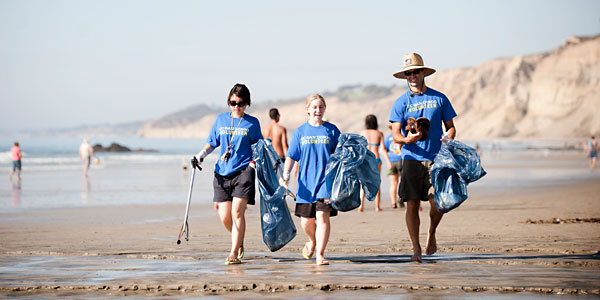 Volunteers at UC San Diego's Volunteer50 beach clean-up.